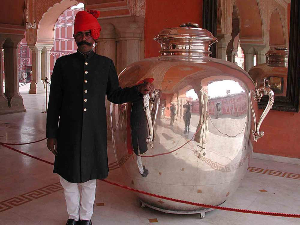 The biggest silver piece in the world, Jaipur © R F Porter